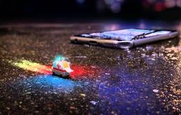 """Quảng cáo Droid Turbo 2: Motorola """"thẳng tay"""" thả rơi iPhone 6S, Galaxy S7 Edge"""