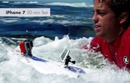 Lướt sóng cùng iPhone 7 để kiểm nghiệm khả năng chống nước