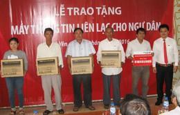 Phú Yên trao tặng máy thông tin liên lạc cho ngư dân