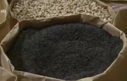 Có hay không tình trạng nhuộm mè đen từ than pin?