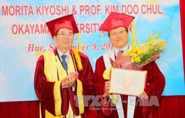 """Trao danh hiệu """"Giáo sư danh dự"""" cho hai học giả Nhật Bản"""