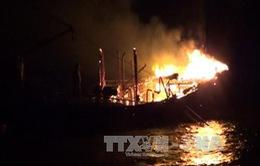 Cháy tàu câu mực trị giá 4 tỷ đồng tại Quảng Nam