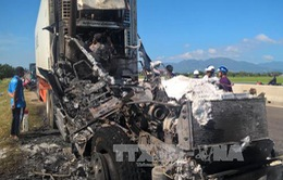 Xe ô tô đầu kéo lưu thông trên QL1A bất ngờ cháy rụi
