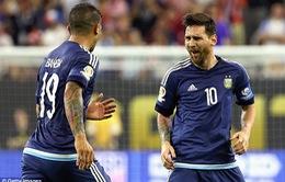 Lập siêu phẩm đá phạt, Messi trở thành chân sút hay nhất lịch sử Argentina