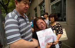 Người nhà nạn nhân MH370 biểu tình đòi tiếp tục tìm kiếm