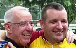 Tình nguyện viên ngoại quốc 69 tuổi đạp xe xuyên Việt làm từ thiện