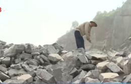 """Đà Nẵng: Tính mạng công nhân mỏ đá như """"ngàn cân treo sợi tóc"""""""