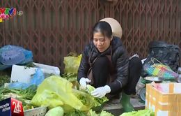 Người dân Hà Nội mở hàng lấy may đầu năm mới