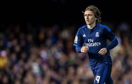 """Sau Kroos, Real Madrid """"giữ chân"""" Modric đến năm 2020"""