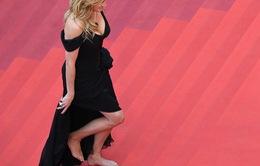 Julia Roberts đi chân trần tới dự LHP Cannes