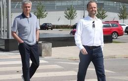 Mourinho lần đầu ghé thăm sân tập Carrington