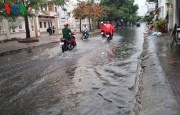 Kiên Giang: Mưa lớn gây ngập đường tại TP Rạch Giá