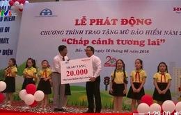 Tặng 20.000 mũ bảo hiểm cho học sinh tiểu học