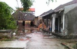 Nam Định: Bão đi qua, gia đình khó khăn càng thêm nhọc nhằn