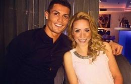 Nghi án Cristiano Ronaldo đang hẹn hò với fan nữ Barcelona