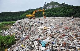 Trung Quốc: 4.000 tấn rác bị đổ trộm gần hồ cấp nước