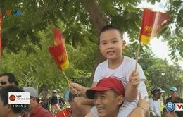 Người dân thành phố Huế chào đón đoàn đua xe đạp quốc tế VTV Cúp Tôn Hoa Sen 2016