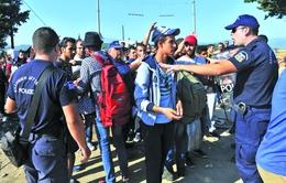 Châu Âu thắt chặt kiểm soát người tị nạn qua biên giới