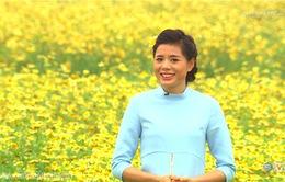 Nguyễn Thị Huyền khoe tài rán nem và gói bánh chưng trong dịp Tết
