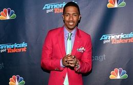 "MC America's Got Talent ""chịu chơi"" với muôn vàn kiểu vest"