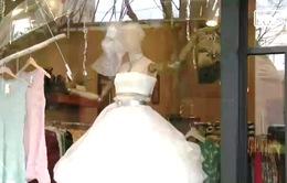 Váy cưới độc đáo từ... nilon