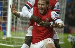 """SỐC: """"Thánh"""" Bendtner có thể tái xuất bóng đá Anh"""