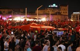 Hàng ngàn người Thổ Nhĩ Kỳ xuống đường biểu tình chống đảo chính