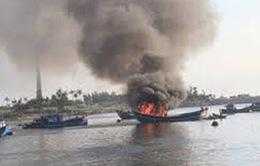 Nổ tàu cá trên biển, 3 người mất tích