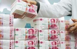 """Các ngân hàng Trung Quốc """"bán mình"""" để giải quyết nợ xấu"""