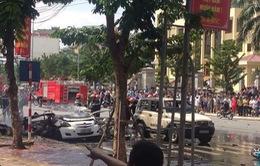 Xe taxi phát nổ kinh hoàng, ít nhất 2 người thiệt mạng