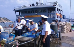 Hải quân cấp nước chống hạn tại đảo Bình Ba