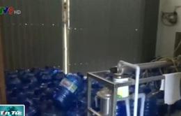 """Phát hiện cơ sở sản xuất nước đóng chai """"bẩn"""" tại Đồng Nai"""