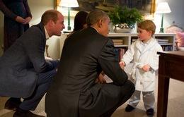 Bức ảnh Hoàng tử nước Anh mặc áo ngủ gặp Tổng thống Mỹ gây sốt