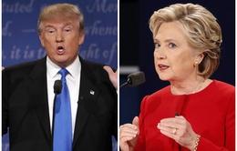 Hillary Clinton - Donald Trump công kích nhau đến phút chót