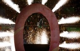 Màn nhào lộn bằng xe lăn ấn tượng tại lễ khai mạc Paralympic