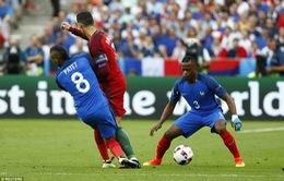 Dimitri Payet giải thích về pha va chạm với Ronaldo