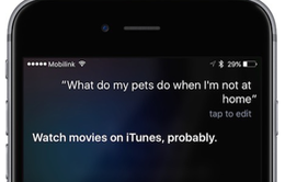 """Siri bị """"tóm gáy"""" quảng cáo trá hình cho phim của Univesal"""
