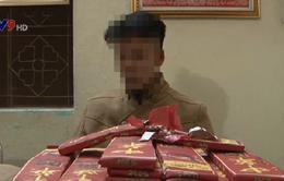 Lào Cai: Bắt đối tượng vận chuyển hơn 40 bánh pháo nổ