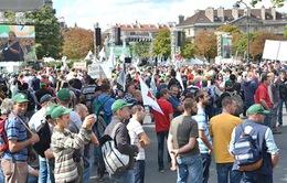 Pháp đóng cửa hàng loạt điểm du lịch vì biểu tình quá lớn