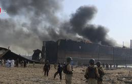 Pakistan: Hàng chục người thương vong do cháy nổ tại bãi phế thải