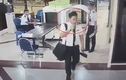 Sa thải phi công lái máy bay khi say rượu