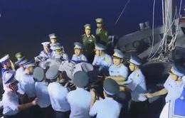 VIDEO: Đưa thi thể phi công Trần Quang Khải vào bờ