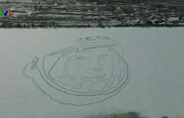 Chân dung phi hành gia đầu tiên Yuri Gagarin trên mặt hồ băng