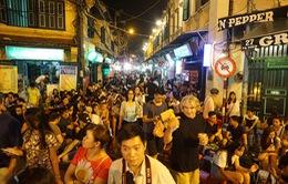 """Hà Nội thí điểm bỏ """"giờ giới nghiêm"""" ở quận Hoàn Kiếm"""