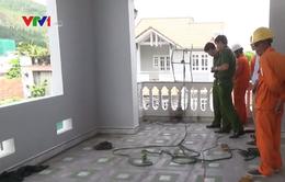 Gắn biển quảng cáo, 3 công nhân bị điện giật bỏng nặng