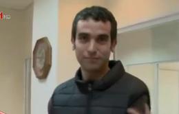Phóng viên bị thương khi làm thí nghiệm áo vest chống dao đâm