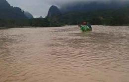 Nhiều tuyến đường tại miền Trung ngập sâu trong mưa lũ