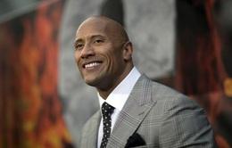 """""""The Rock"""" đánh bại sao phim """"Người sắt"""" về việc kiếm tiền"""
