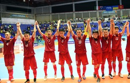Chủ tịch VFF Lê Hùng Dũng chúc mừng ĐT Futsal Việt Nam sau kỳ tích tại World Cup