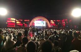 Hàng nghìn người đội mưa dự khai mạc Lễ hội anh hùng Nguyễn Trung Trực